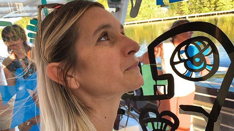 aNa est l'artiste my art box lors de team building artistique fresque peinture à lyon et dans toute la France
