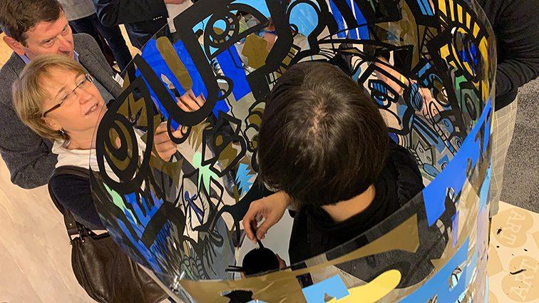 aNa artiste et My art Box ont mis au point une méthode artistique originale pour fresque en team building et inauguration