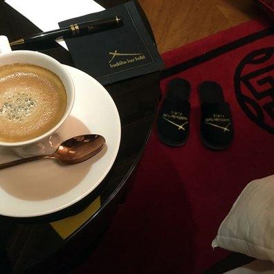 cafe-et-chaussons-au-buddha-bar-hotel