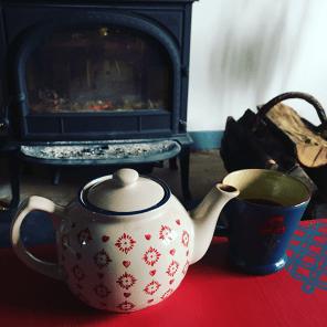 teatime-devant-la-cheminee