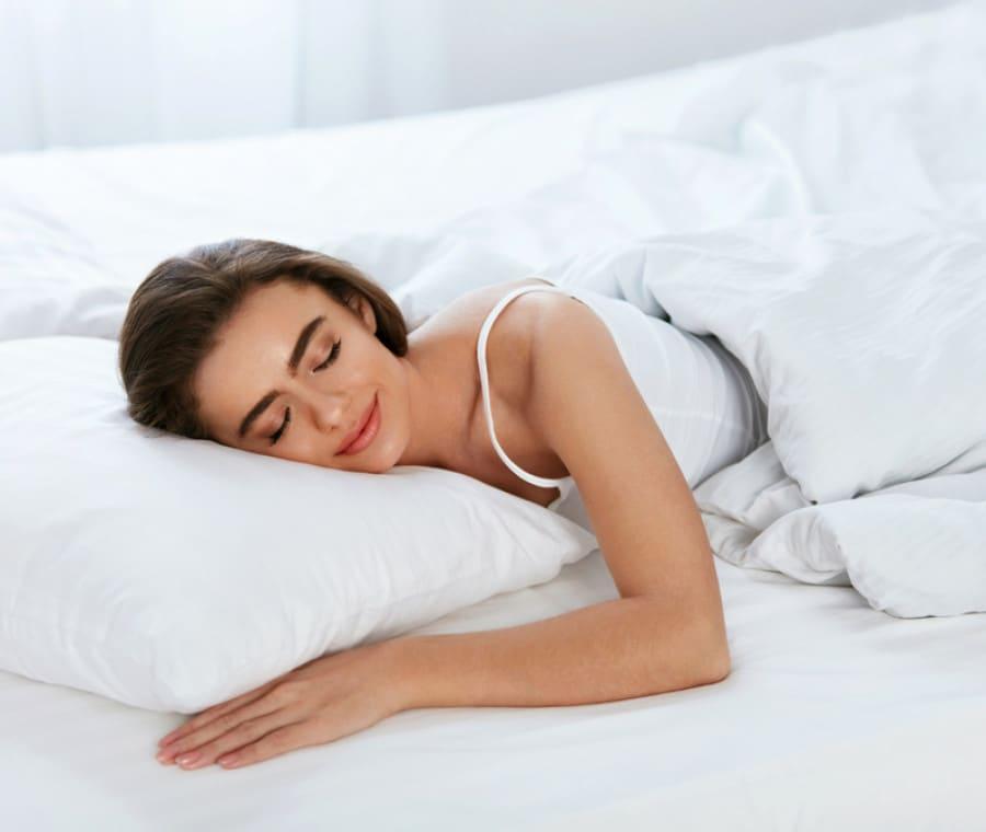 Riposare in un letto troppo duro compromette la naturale curvatura della colonna vertebrale; Materasso Memory Foam O Ortopedico Quale Scegliere