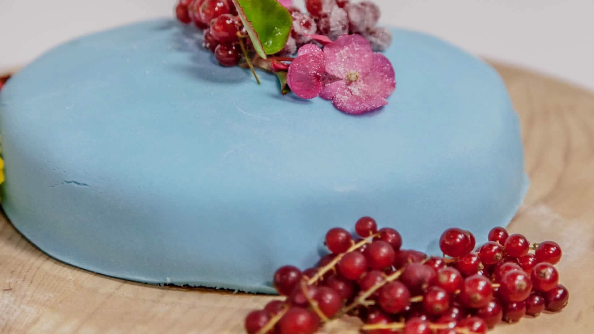Torta Con Pasta Di Zucchero Come Ricoprire Un Dolce Con La Pasta Di Zucchero