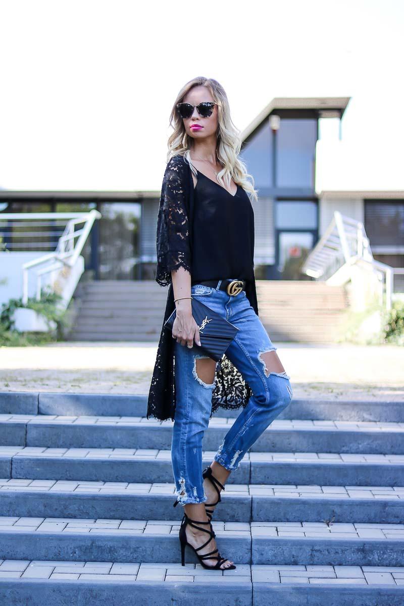 Sommer Outfit mit Kimono, Boyfriend Jeans und High Heels