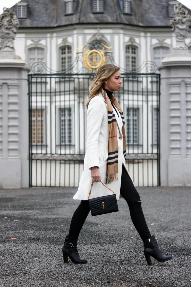Closet Detox and Outfit Burberry Scarf, white coat, Saint Laurent Bag, YSL Bag, Blogger, Streetstyle, Fashion Blog Köln