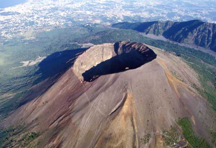 the spectacular hike up to the crater rim of mount vesuvius my