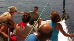 mini croisiere gourmande avec visite guidee par guide professionnel du tourisme balade en mer en voilier degustation specialites provencales baignade