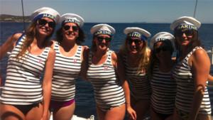 Enterrement de vie de jeune fille entre amies croisiere balade en voilier bateau var provence cote azur EVJF EVG