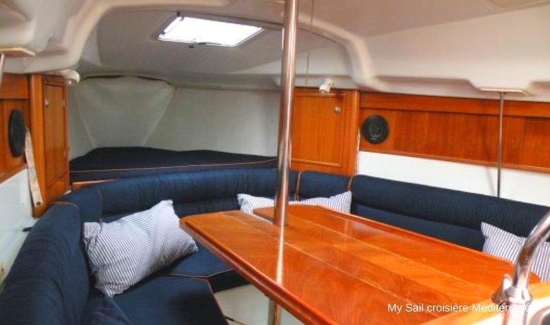 location voilier habitable sun way 29 avecou sans skipper var six fours les plages cabotage port des embiez vue du carre confortable