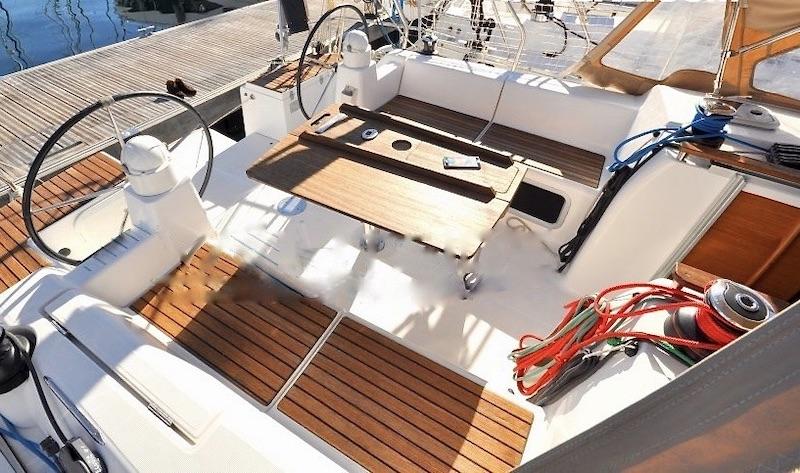 Location-voilier-dufour-375-GL-mediterranee-var-my-sail-croisiere-mediterranee-cockpit