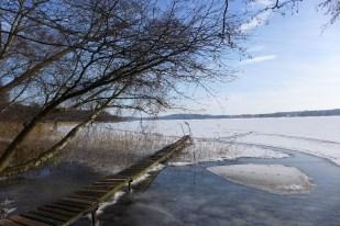 Zu Fuß über das Eis geht es nach Kähnsdorf