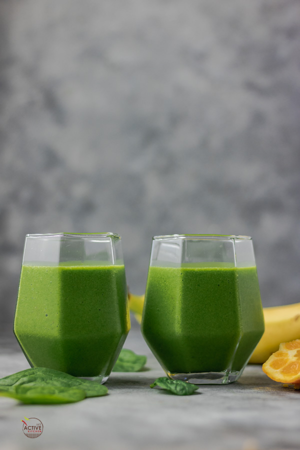 spinach smoothie in two glasses.