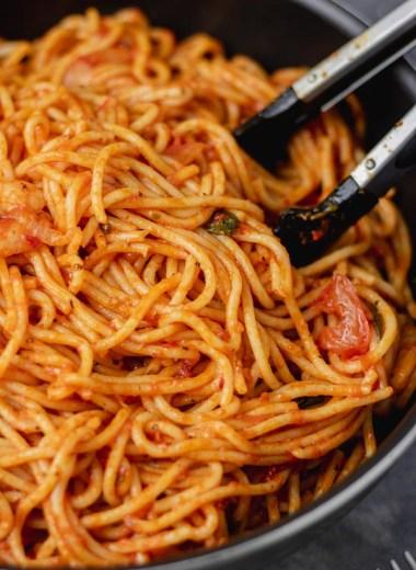 spaghetti jollof in a pan.