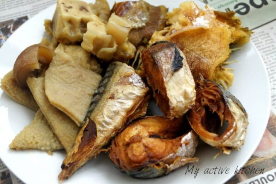 image of smoked mackerel, cooked shaki, bokoto and panla on a white plate