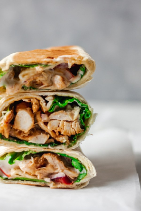 close shop of tortilla chicken wrap