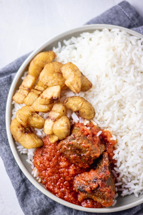 nigerian stew served with rice and fried plantain