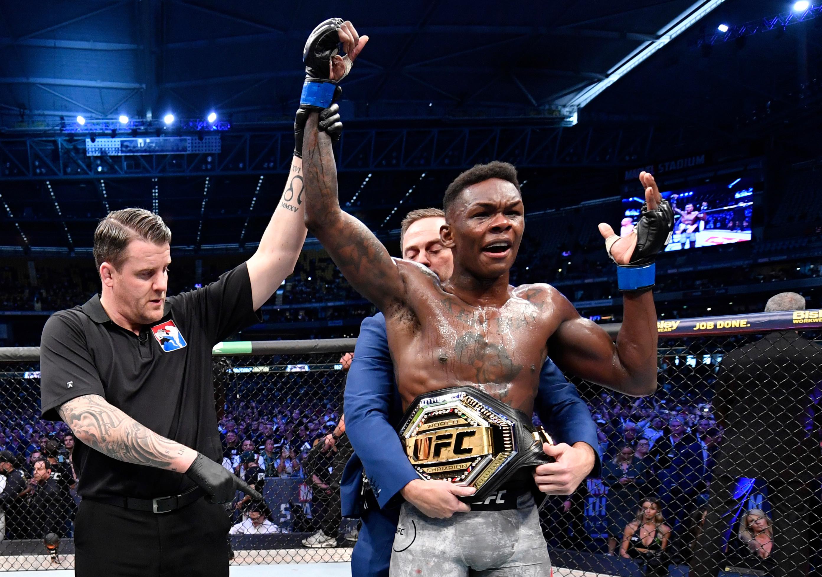 MMA: Israel Adesanya roi des poids moyens de l'UFC