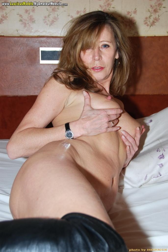 British slut michelle b in a ffm threesome with the singer 3