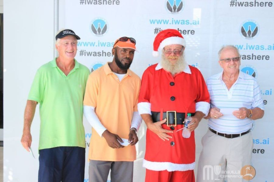 Santa plays golf