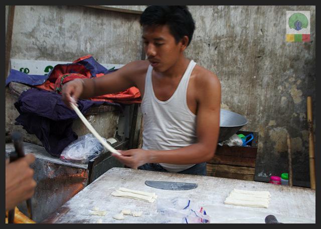 Churros - Street and teahouse - Myanmar (Burma) 3