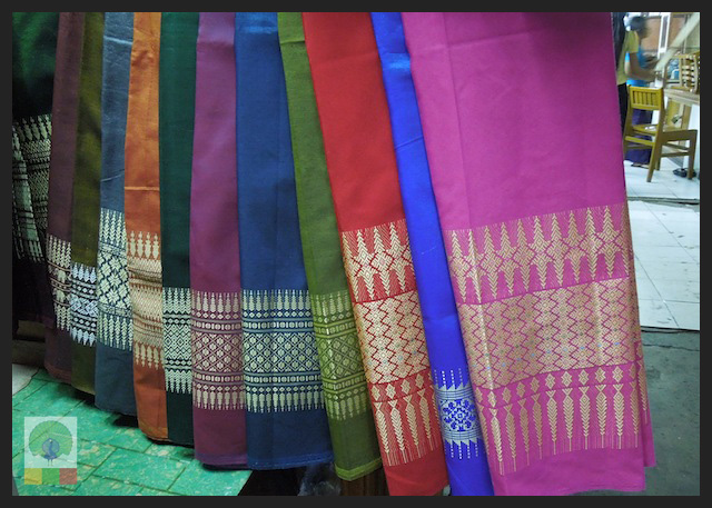 Shopping Cloth in Yangon - Bogyoke Aung San Market (former Scott's Market) - Myanmar (Burma) 3