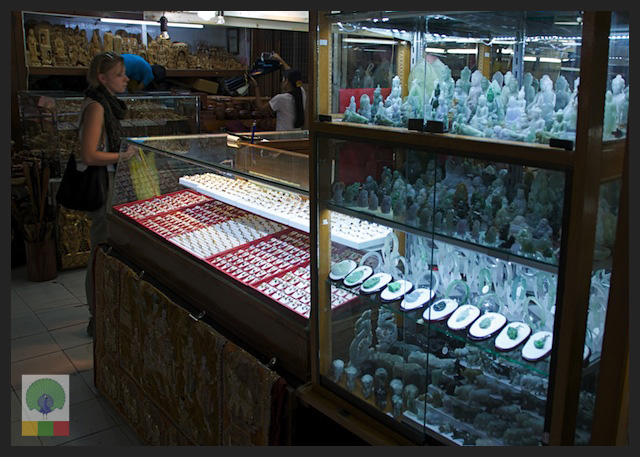 Shopping Jade Gem and Jewellery in Yangon - Bogyoke Aung San Market (former Scott's Market) - Myanmar (Burma)