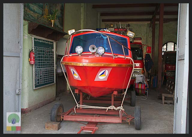 4x4 Jeep lights in firebrigade boat - Myanmar (Burma)