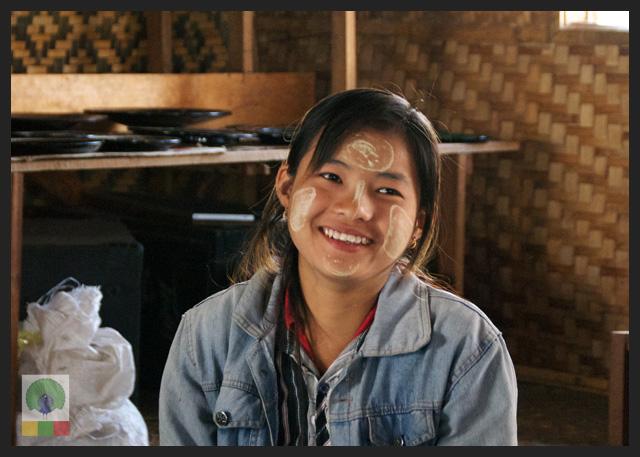 Smiles - Burmese girl with thanaka make up - cigar workshop - Inle Lake - Myanmar (Burma)