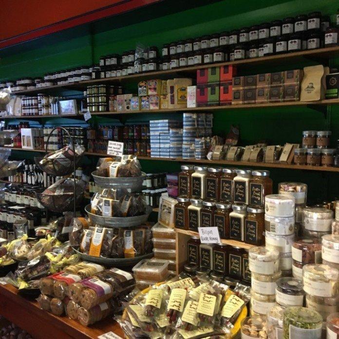 Leura Gourmet : グルメが話題?行列のできるカフェ