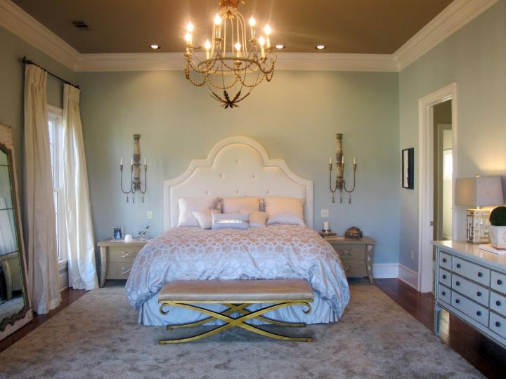 gold and white master bedroom 20 Deluxe Blue and Gold Bedroom Designs