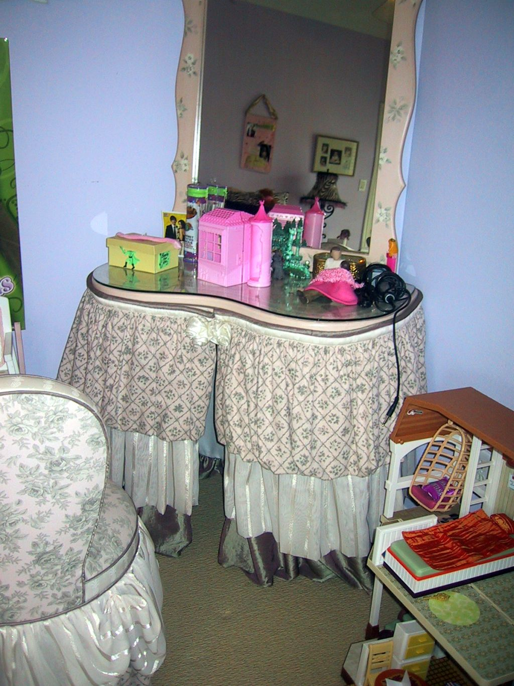 bedroom chair with skirt black massage cute vanity that matches the table