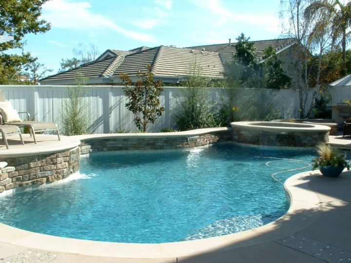 19 Reposeful Pool With Spa Designs For Modern Homes