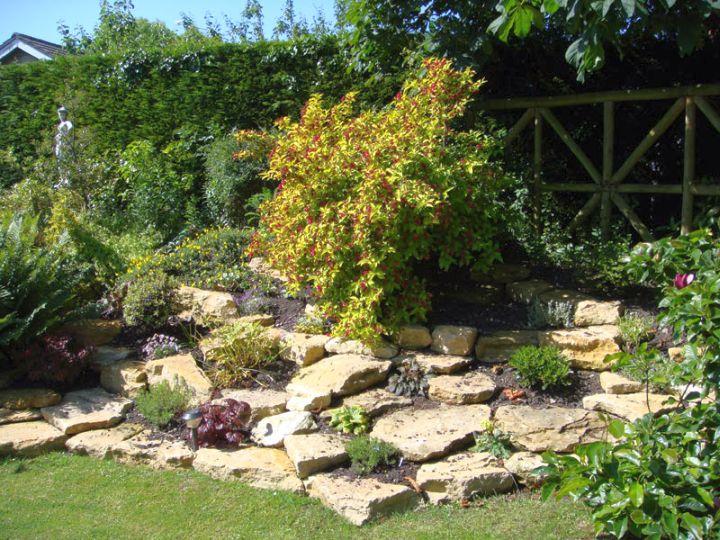 18 Simple Small Rock Garden Designs on Small Garden Ideas With Rocks id=94779