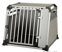 Die optimale Sicherheit bei leichtem Gewicht bietet die Alu-Hundebox. Australian Shepherd Alubox Hund Auto