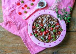 Chocolate porridge with cashew cream