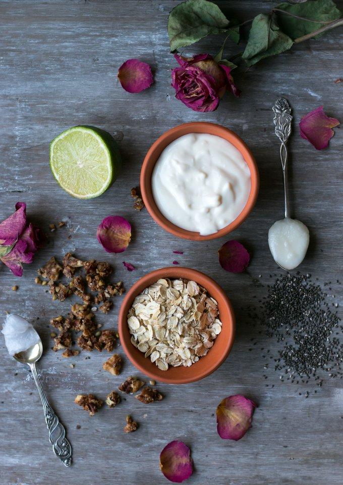 Healthy breakfast chia pudding pie with granola crust. Vegan, gluten free, myberryforest.com