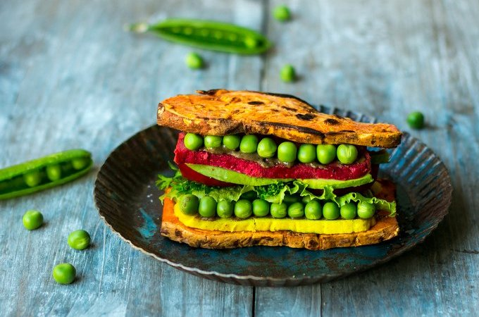 SWEET POTATO SANDWICH WITH BEETROOT CASHEW CHEESE