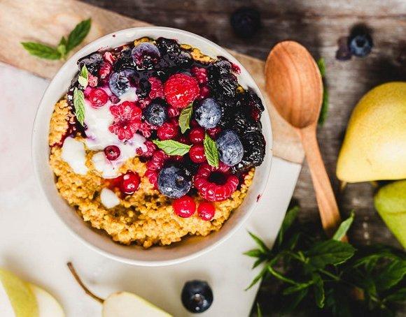 HAPPY FOOD: HEALING TURMERIC PORRIDGE (VEGAN, GF)