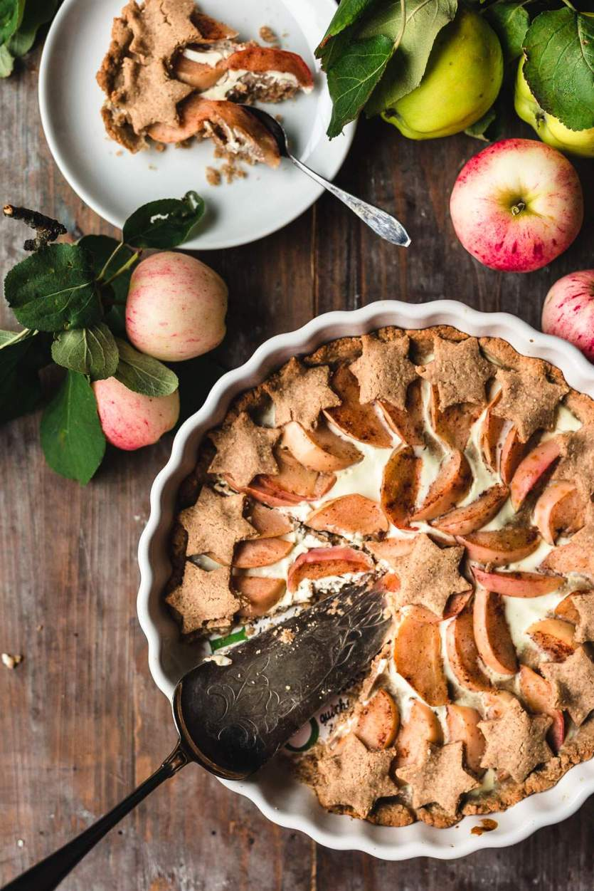 Vegan Gingerbread Apple Pie