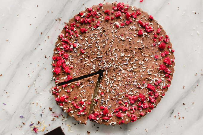 NO-BAKE VEGAN BOUNTY MOUSSE TART