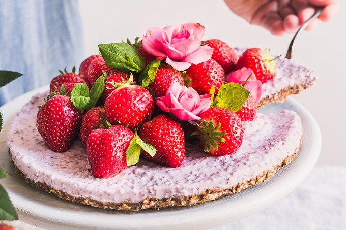 STRAWBERRY CHIA PUDDING TART WITH GRANOLA CRUST