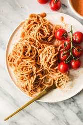 Creamy vegan tomato macadamia pasta