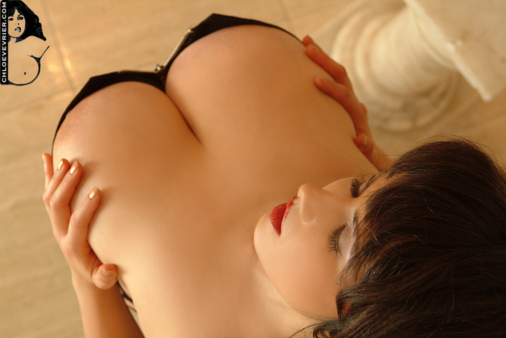 Huge Tits Cleavage