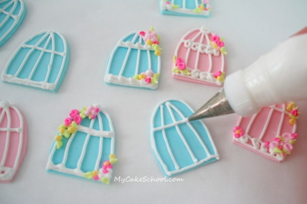 Learn The Wilton Method Rose And Flowers With Royal Icing
