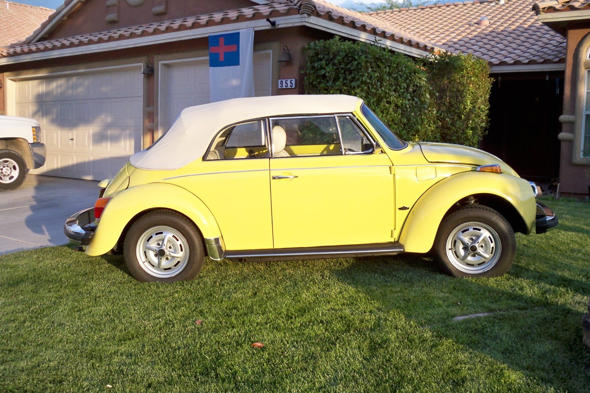 hight resolution of this is the ultimate 1978 perfectly restored to yellow vw beetle
