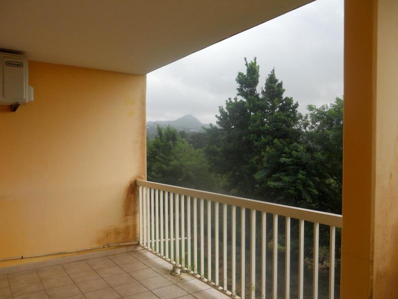 Terrasse du T3 avec vue sur la campagne martiniquaise