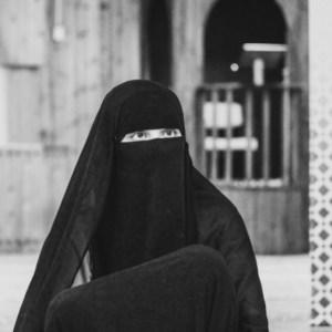 Dietro al velo / Behind the veil