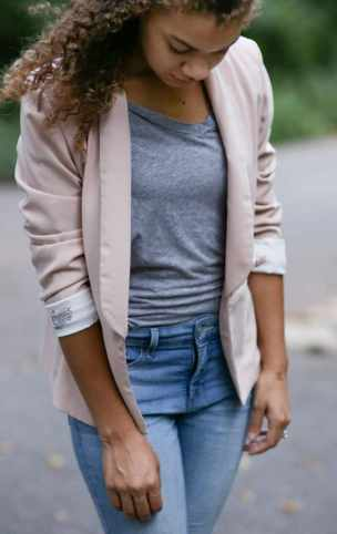 how to wear a light pink blazer. pink blazer with gray shirt.