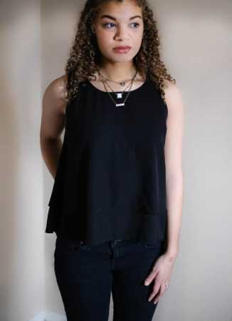 layered necklace outfit