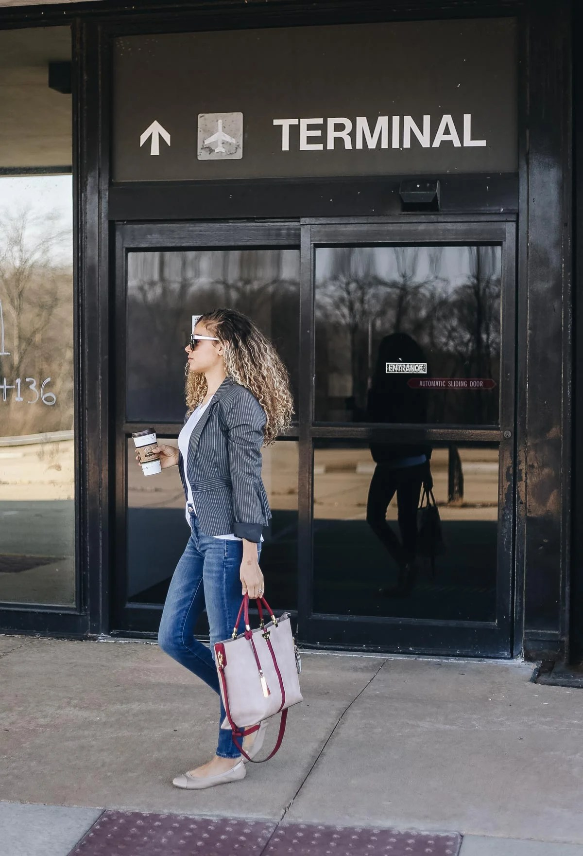 Are you a classy traveler that wants to look chic at the airport? Check out these travel outfits and accessories for your stylish traveling outfits!