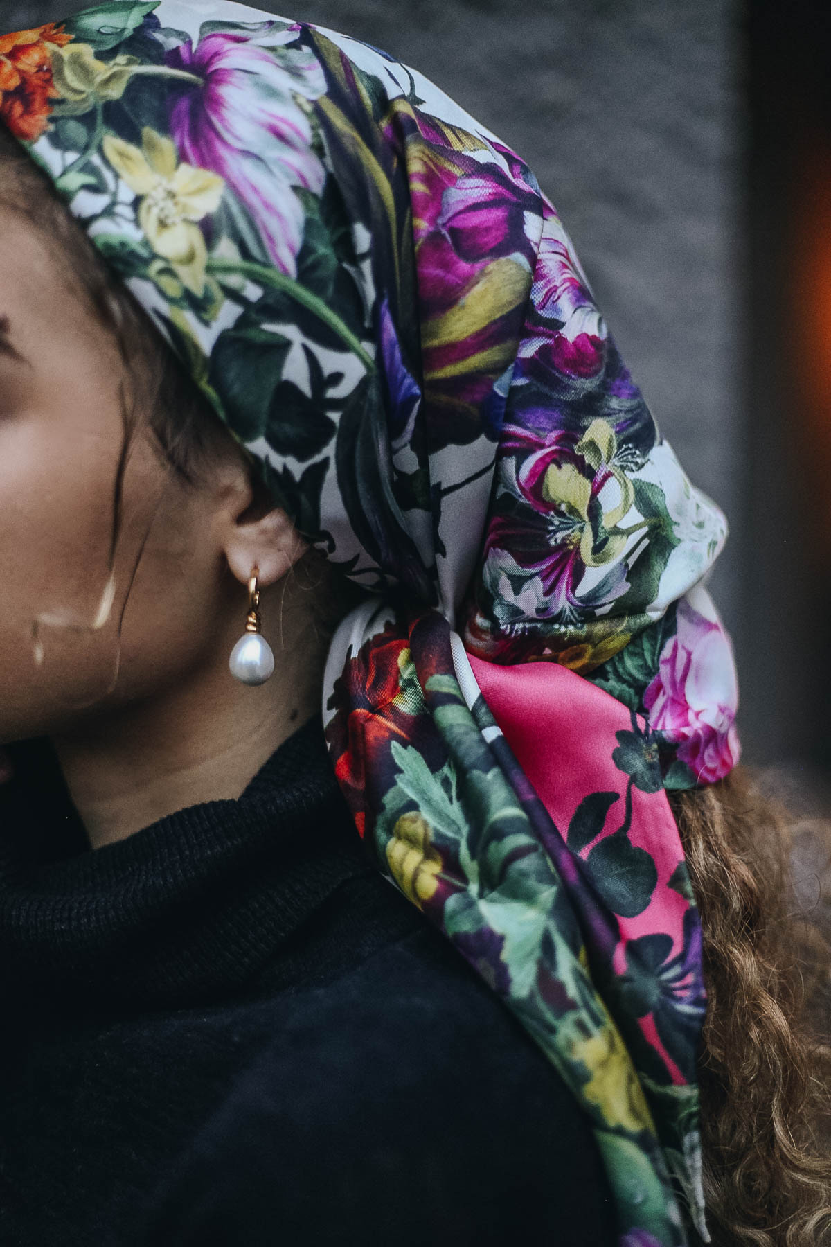 Silk scarf in hair with dainty pearl earrings. A chic and classy parisian french style look!